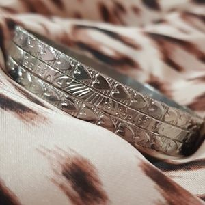 ♡ Silver Plated Heart Abstract Detailed Bangles ♡